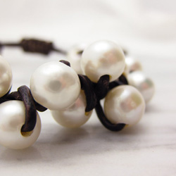 classy leather and fresh water pearls bracelet