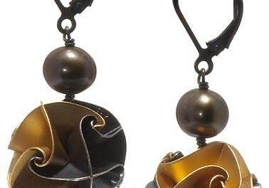 chihiro makio jewelry:  precious little artworks you can wear
